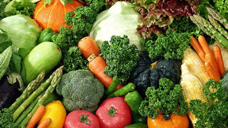 Acquistare la verdura dall'agricoltore